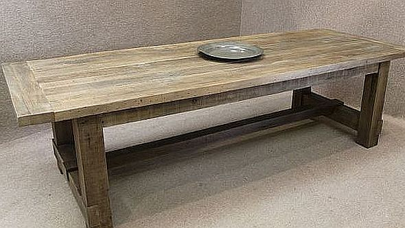 RECLAIMED OAK TABLE A CHUNKY SUBSTANTIAL TABLE MADE WITH
