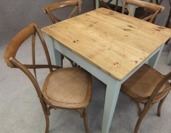 Cafe restaurant bistro tables perfect for any business - Table cuisine retro ...